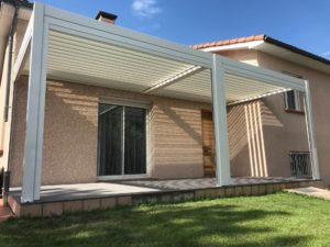 Pergola terrasse réalisée par l'agence Biason à Pau