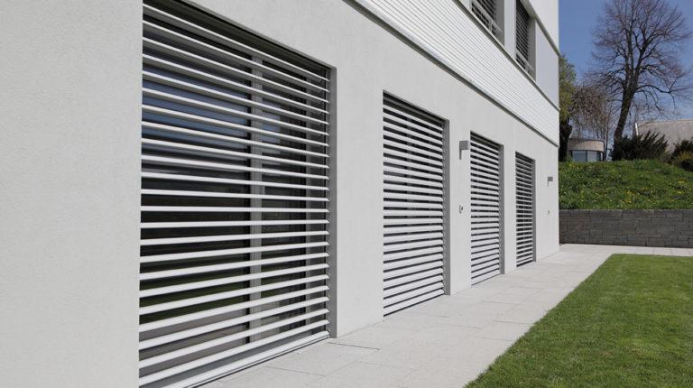 Stores brise soleil réalisés par l'agence Biason à Pau