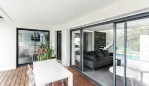 Baie coulissante de la gamme Architecture de l'agence Biason située à Pau