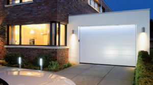 Portes de garage sectionnelle par l'agence Biason à Pau